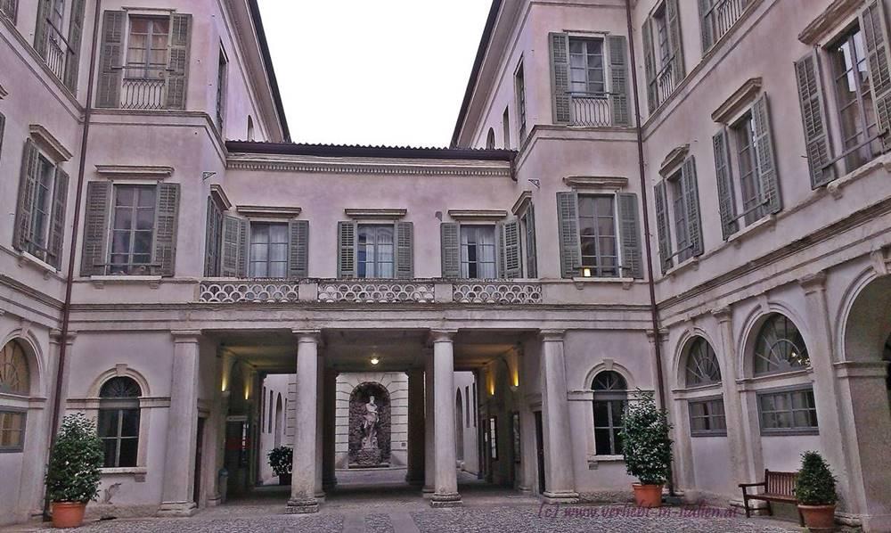 alter Neptun im Palazzo Thun