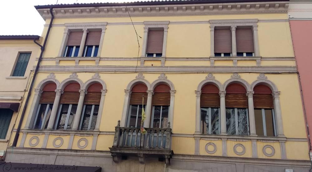 Palazzo beige