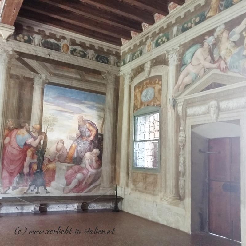 Zimmerecke mit Fresken