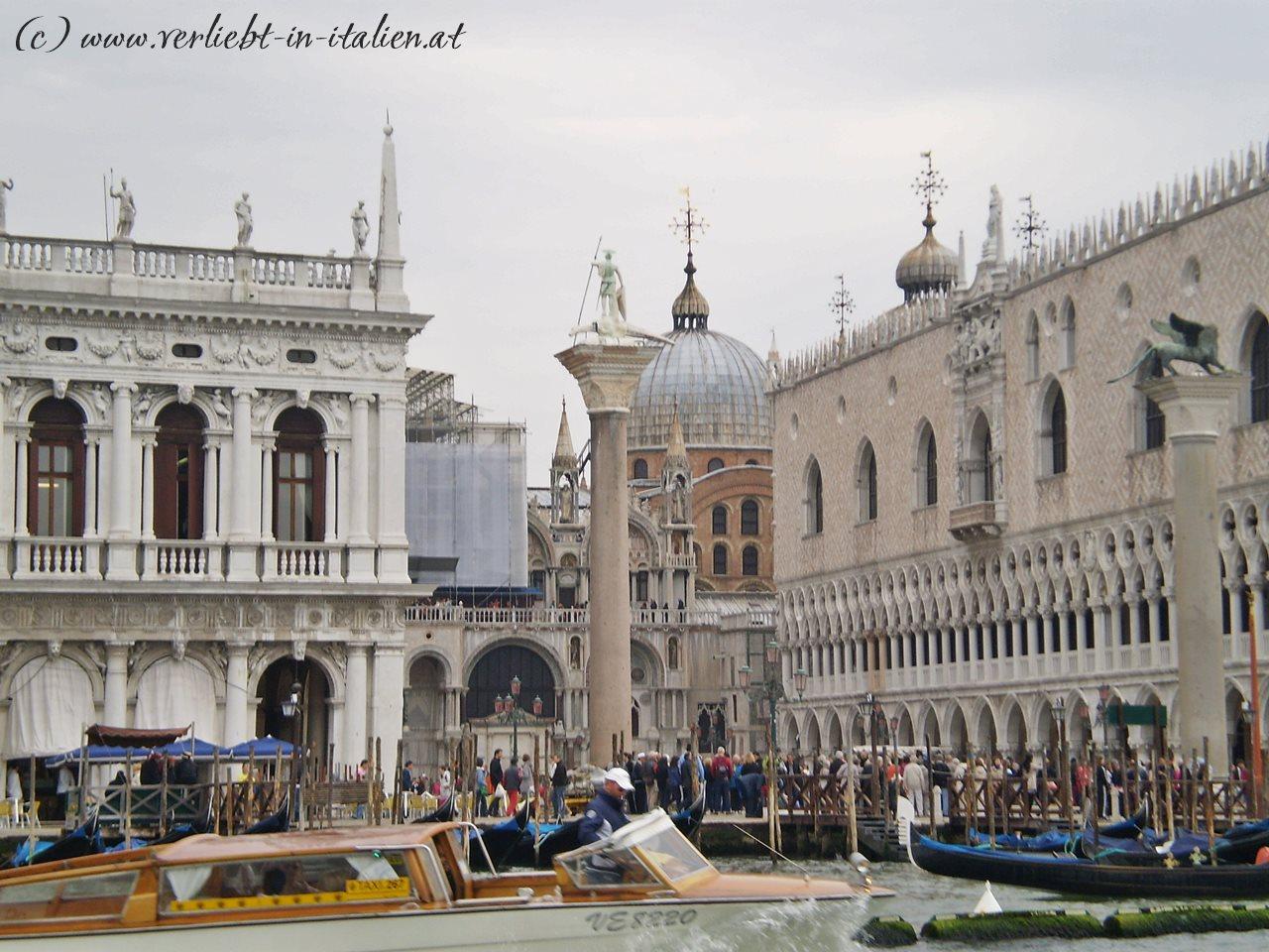 San Marco samt Hintergrund