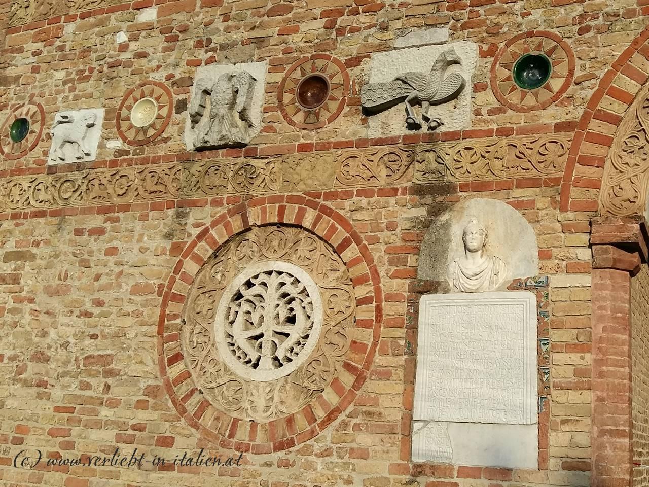 Detail-links-Santa-Maria-di-Pomposa