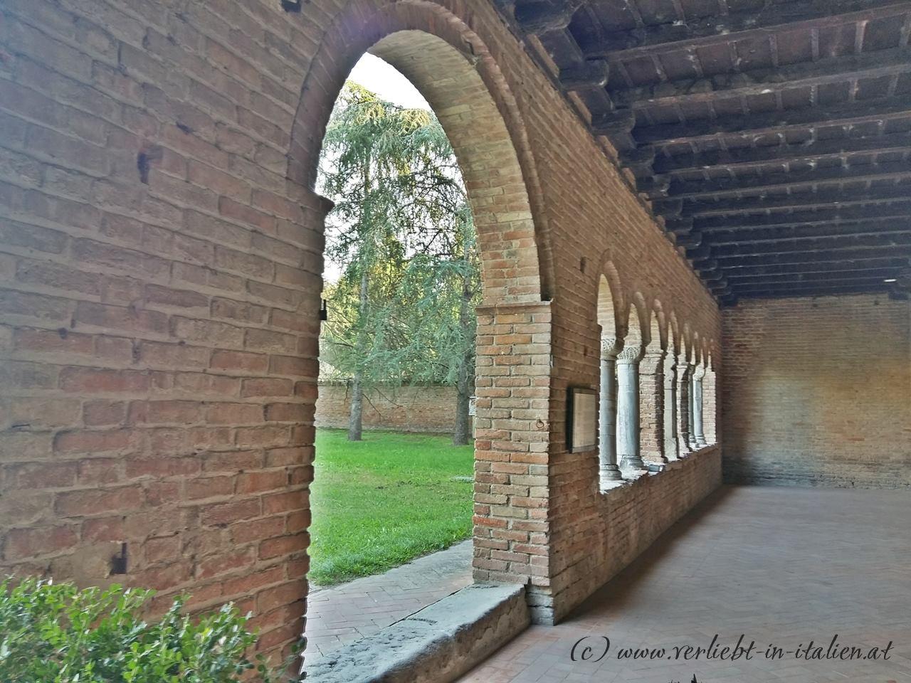 Patio-Palazzo-della-Ragione-Pomposa