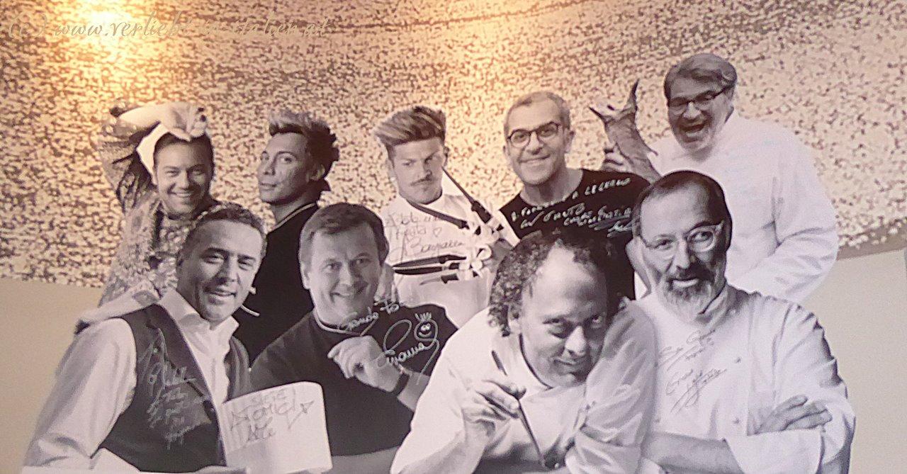 Teamfoto an der Wand