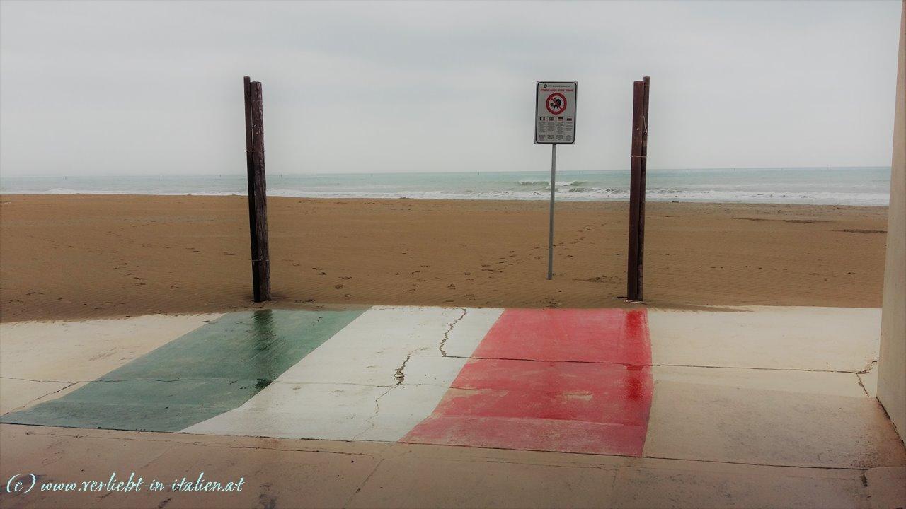 Bitte nichts am Strand einkaufen!