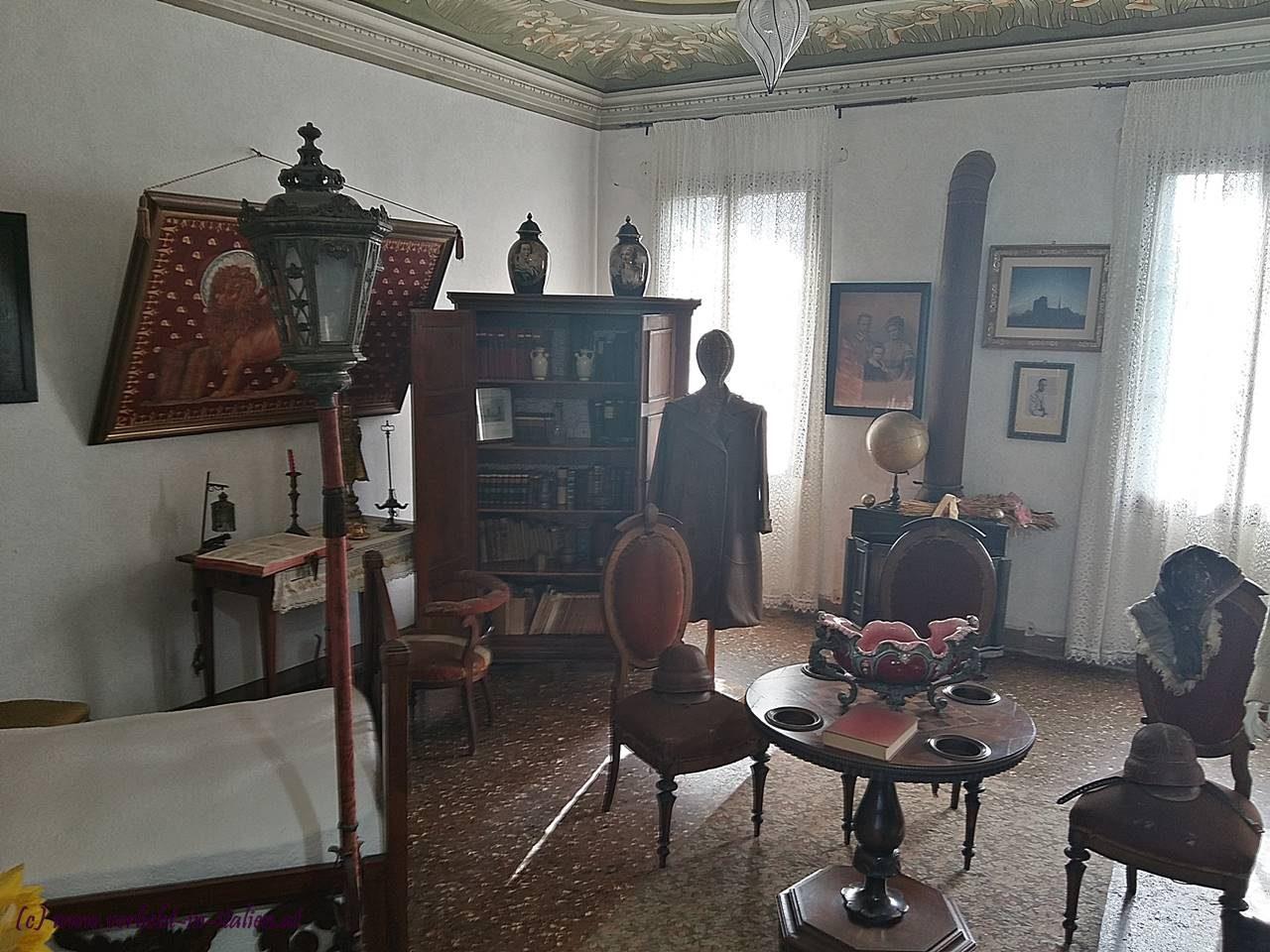 Ausstellungszimmer 1