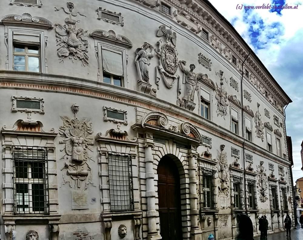 Portal Palazzo Bentivoglio