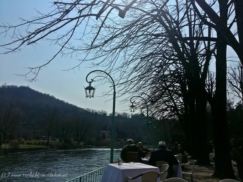 Essen am Fluss
