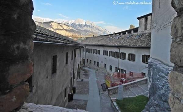 Bauarbeiten im Castello