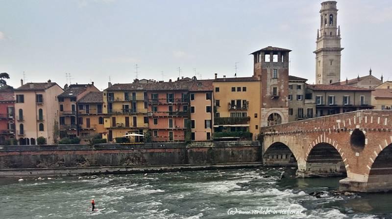Standup Paddler bei der Ponte Pietra