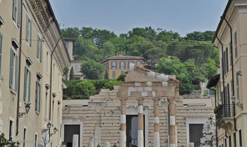 1. Blick auf die Säulen