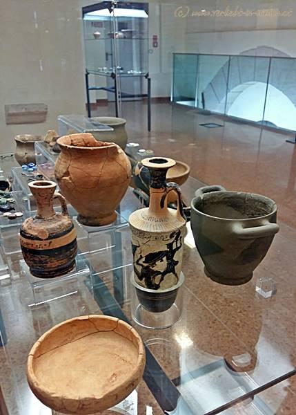 15-Töpfe und Vasen