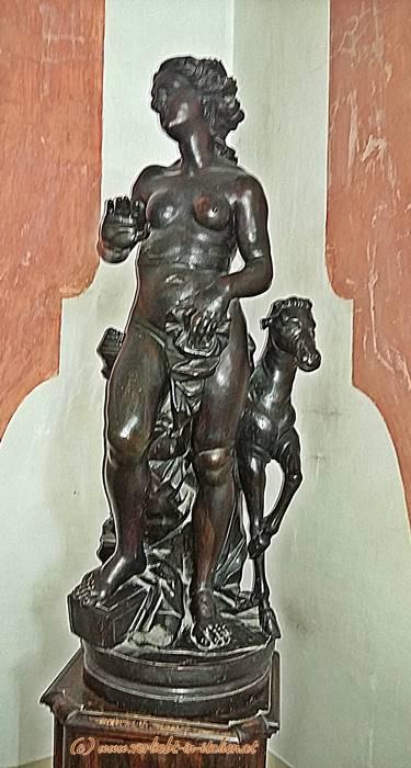 Frauen-Statue