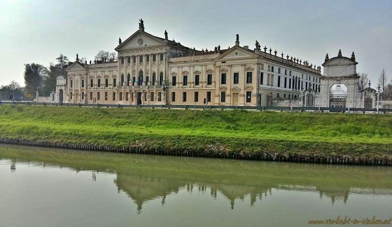 ein letzter Blick auf die Villa Pisani