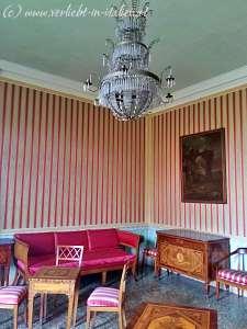 rot-weißes Zimmer