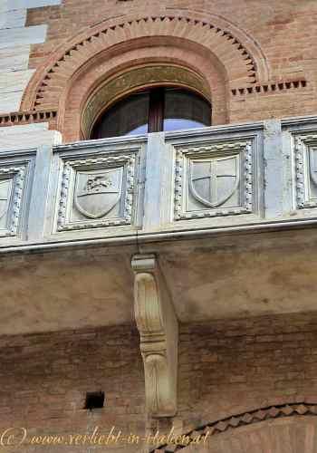 Cassa die Risparmio Balkon