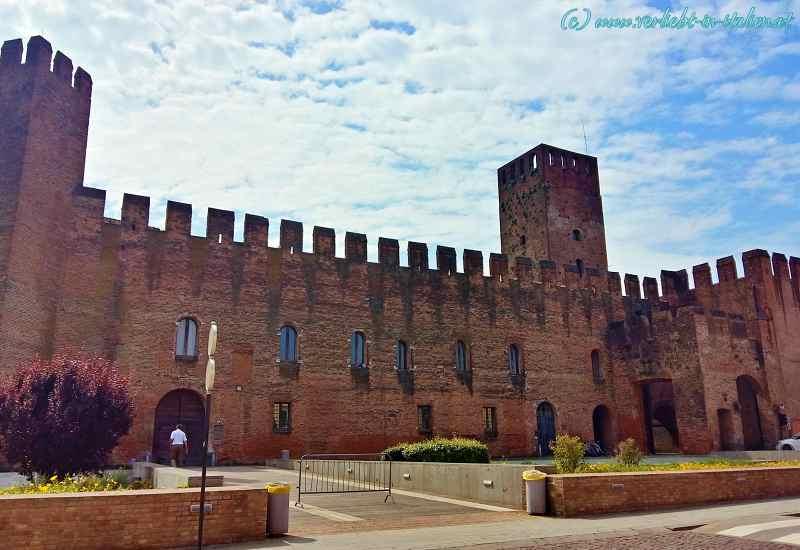 Castel San Zeno mit Vorgarten